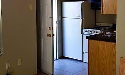 Kitchen, 1021 S Juniper Dr, 1
