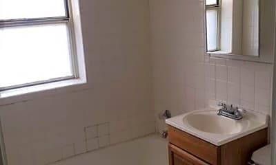 Bathroom, 4000 Warwick Blvd, 2