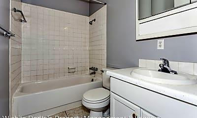 Bathroom, 3009 E Wilma St, 2