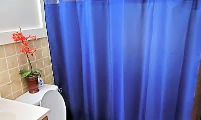 Bathroom, 37 Thompson Cir, 1