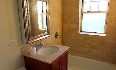 Bathroom, 3449 N Wolcott Ave, 2
