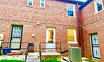 Building, 2029 38th St SE, 2