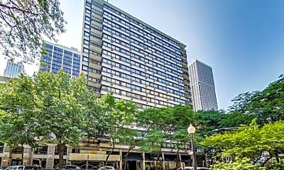 Building, 33 E Cedar St., Apt. 3D, 1