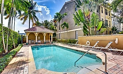 Pool, 580 S Sapodilla Ave, 1