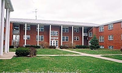 Building, 1015 W Benton St, 1