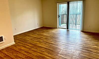 Living Room, 1484 SE Snowberry Ln, 1