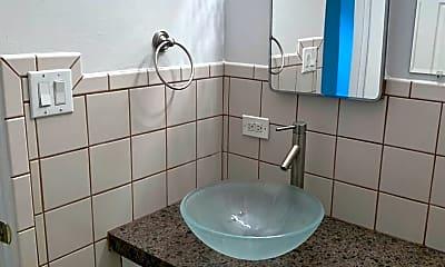 Bathroom, 3650 S Lincoln St, 2