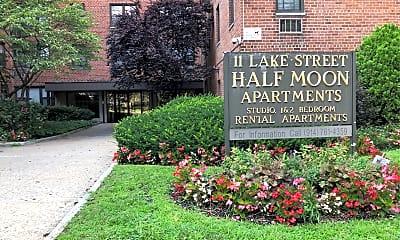 Half Moon Apartments, 1