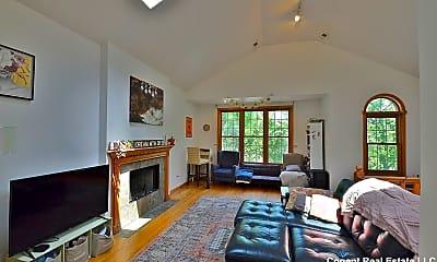 Living Room, 922 N Paulina St, 1