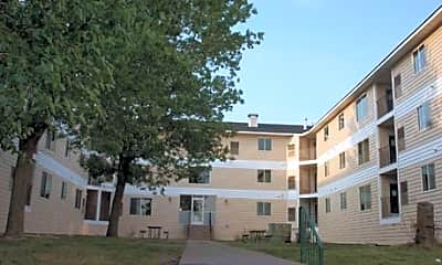 Lions Park Apartments, 1