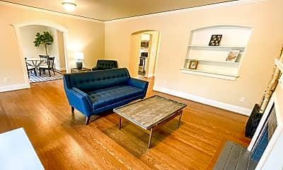 Living Room, 931 - 11th Ave E, 2