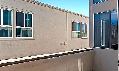 Building, 753 N Kings Rd, 1