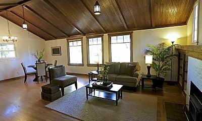 Living Room, 1833 Fairmount Blvd, 2