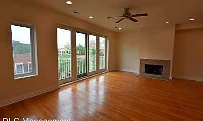 Living Room, 5140 N Clark St, 1