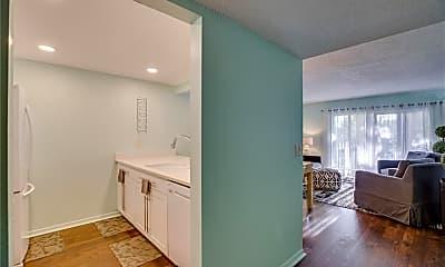 Bathroom, 835 18th St 104, 1