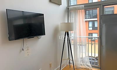 Living Room, 354 Franklin Ave, 2