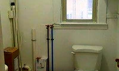 Bathroom, 11 Circuit Ave, 2