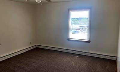 Bedroom, 409 N Mandan St, 2