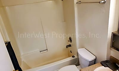Bathroom, 4440 SE 26th Ave, 2