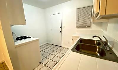 Kitchen, 444 E 91st St, 1