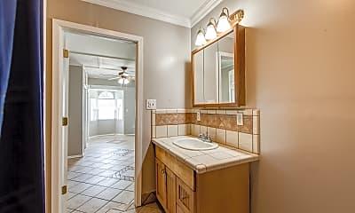 Bathroom, 102 Russell St, 2