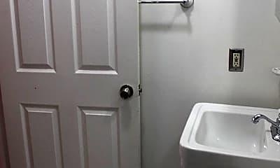 Bathroom, 435 Q St NW, 2