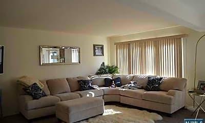 Living Room, 18 Maltese Dr, 1