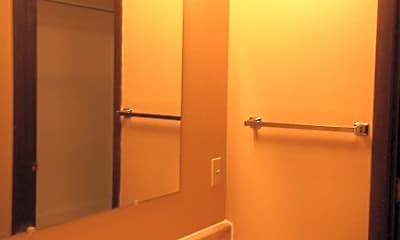 Bathroom, 1501 S 10th St W, 1