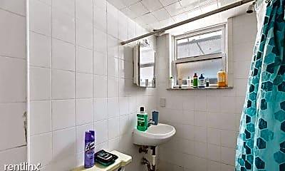 Bathroom, 141 Heckel St, 2