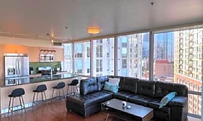 Living Room, 653 N Kingsbury St, 2