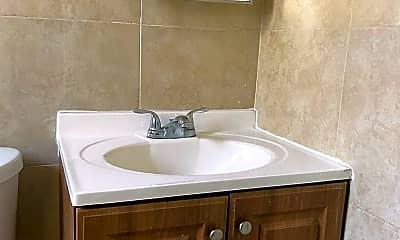 Bathroom, 1324 Prince St, 2