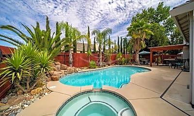 Pool, 512 Spruce Ct, 1