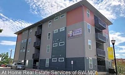 Building, 450 E Walnut St, 2