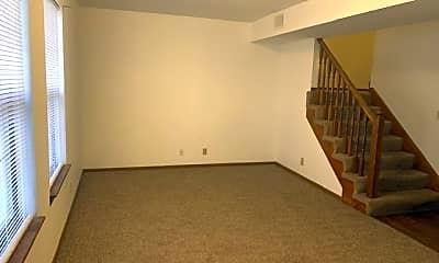Building, 7811 86th Terrace, 1