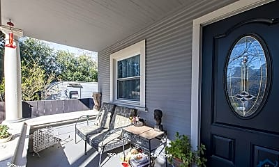 Patio / Deck, 399 Hull Ave 1, 1