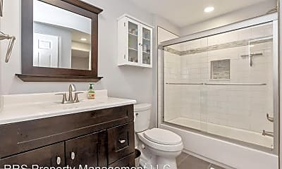 Bathroom, 7191 Glenmeadow Ct, 2
