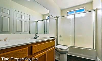 Bathroom, 2836 Boulder St, 2