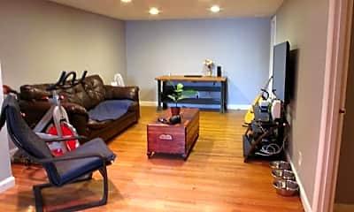 Living Room, 1000 Chestnut St, 1