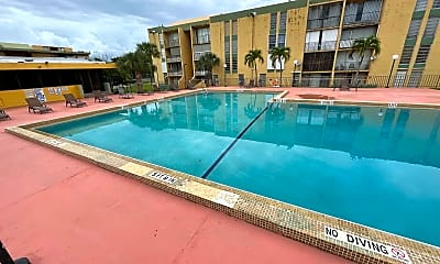 Pool, 310 Fontainebleau Blvd, 2