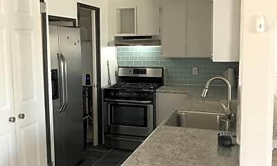 Kitchen, 505 W Tonhawa St, 1