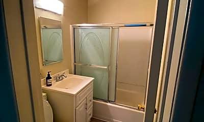 Bathroom, 1013 Ocean Park Blvd, 2