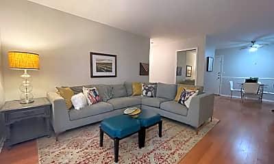 Living Room, 1005 Des Plaines Ave, 0