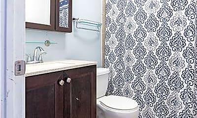 Bathroom, 1425 Quinnipiac Ave, 2