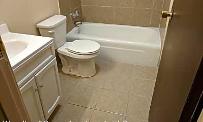Bathroom, 1103 25th St, 2