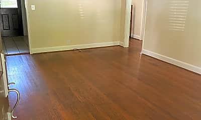 Living Room, 2901 Blair Blvd, 1
