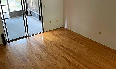 Living Room, 3922 Mt Vernon Ave, 1