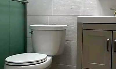 Bathroom, 1303 Poplar St, 2