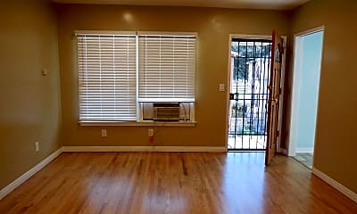 Living Room, 4111 N Greenbrier Rd, 1