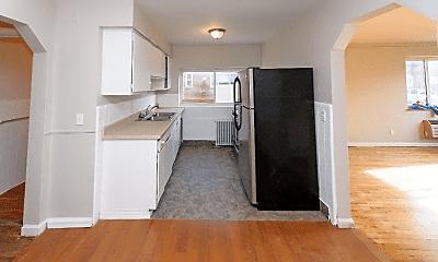 Kitchen, 632 Maple Dr, 2