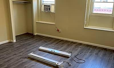 Bedroom, 121 W Saratoga St, 2